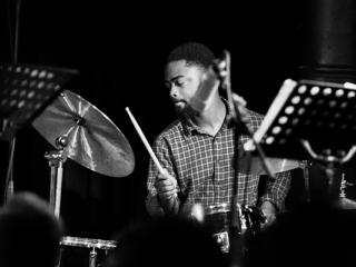 Mark Turner Quartet - Marcus Gilmore 2014-11-02 - Gustav Eckart, Fotografie