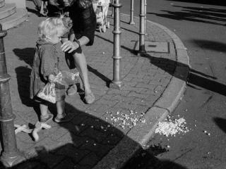 le sac de pop-corn déchiré 2 - Gustav Eckart, Photographie