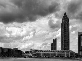 Messe Frankfurt & Wolkenhimmel - Gustav Eckart, Fotografia
