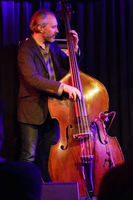 The Bad Plus: Reid Anderson 20140408 - Gustav Eckart, Fotografia