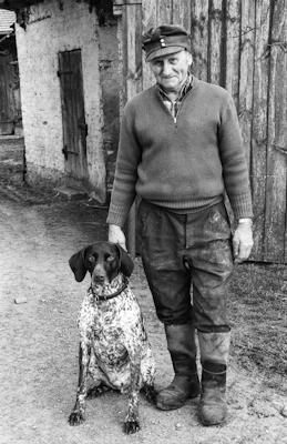 Homme avec son chien - Gustav Eckart, Photographie