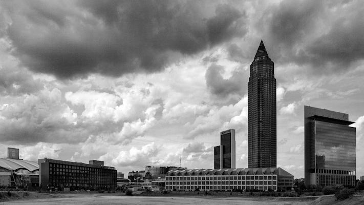 Messe Frankfurt & Wolkenhimmel - Gustav Eckart, Photographie